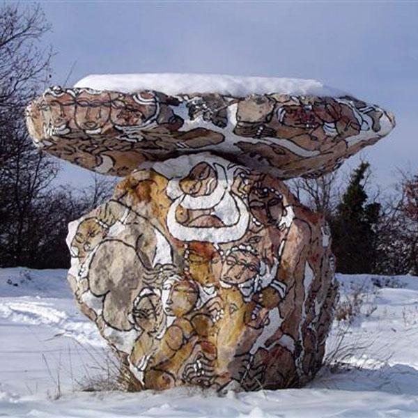 Les pierres peintes sous la neige du col de Vence